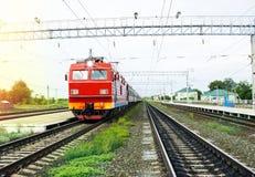 Пассажирский поезд на станции стоковое изображение rf