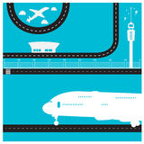 Пассажирский самолет взлётно-посадочная дорожка отстробированный башней терминальный Стоковая Фотография RF