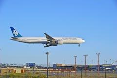 Пассажирский самолет рекламы авиакомпаний Новой Зеландии стоковые изображения rf