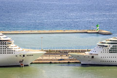 2 пассажирского корабля готового для круиза Стоковое Изображение
