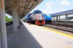 2 пассажирского поезда в станции, Флориде Стоковое Изображение RF