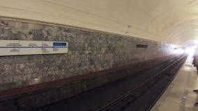 Пассажиры в метро сток-видео