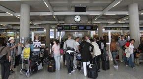 Пассажиры сели на мель авиапортом, который 042 Стоковая Фотография