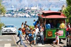 Пассажиры фуникулера Сан-Франциско Пауэлл-Hyde стоковое изображение