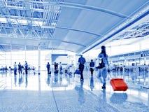 Пассажир в авиапорте Интерьер авиапорта Стоковая Фотография RF