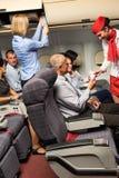 Пассажир проверки стюардессы снабжает кабину билетами Стоковое Фото