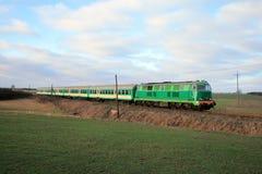 пассажир сельской местности проходя поезд Стоковое Изображение