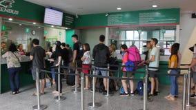 Пассажир шины на новом здании автобусной станции Chiangmai акции видеоматериалы