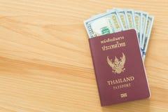 100 пасспортов долларовых банкнот Стоковые Фото