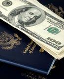 Пасспорты и доллары США Стоковые Изображения