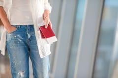 2 пасспорты и посадочного талона в карманн на Стоковые Фотографии RF