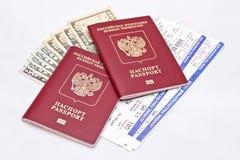 2 пасспорты, наличные деньги и билета Стоковая Фотография RF
