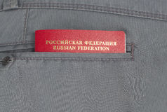 Пасспорт в карманн брюк стоковое фото