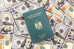 Пасспорт Египта на деньгах Стоковая Фотография