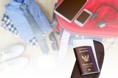 пасспорт и билет для отключения на запачканных костюмах аксессуаров pre стоковое фото rf