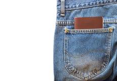 Пасспорт или пустой блокнот в голубых джинсах pocket на предпосылке изолированной белизной Стоковые Изображения RF