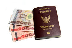 Пасспорт и тайский бат стоковые изображения