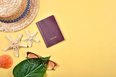 Пасспорт, концепция перемещения, подготовка предметов первой необходимости перемещения лета Стоковые Фото