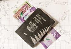 Пасспорт Новой Зеландии на карте с деньгами Стоковое Изображение RF
