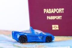 Пасспорт с автомобилем игрушки Стоковое фото RF