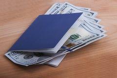 Пасспорт с деньгами Стоковое Изображение