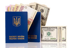 Пасспорт Украина с деньгами Стоковые Фото