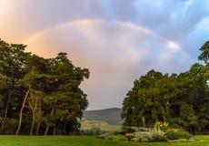 Пастельная радуга над долиной Стоковая Фотография