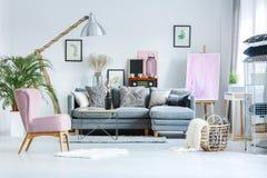 Пастельная студия с розовой картиной Стоковая Фотография