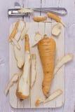 2 пастернака на деревянной доске Стоковая Фотография