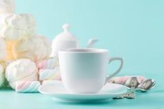 Пастельная чашка зефира и чая Стоковое Изображение RF