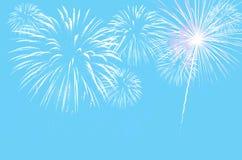 Пастельная cyan предпосылка цвета с фейерверками Стоковая Фотография