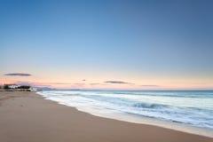 Пастельные цвета на заходе солнца на сицилийском пляже стоковая фотография rf