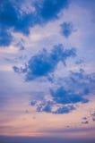 Пастельные цвета облаков на небе стоковое изображение rf