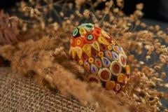 Пасхальное яйцо и высушенный букет цветка Стоковые Фото
