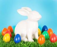 пасхальные яйца зайчика цветастые Стоковая Фотография RF