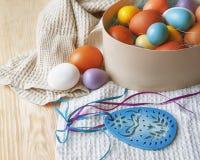 Пасхальные яйца и украшения пасхи Стоковые Изображения