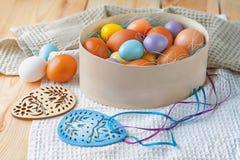 Пасхальные яйца и украшения пасхи Стоковое Изображение