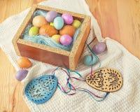 Пасхальные яйца и украшения пасхи Стоковые Фото