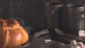 Пасхальные яйца и чай сток-видео