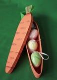 пасхальные яйца моркови коробки внутрь Стоковое Изображение