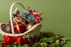 пасхальные яйца смычка корзины декоративные Стоковые Фотографии RF
