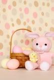 пасхальные яйца цыпленока зайчика корзины Стоковая Фотография RF