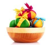 пасхальные яйца шара изолировали деревянное Стоковое Фото