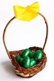 пасхальные яйца шоколада корзины Стоковые Изображения RF