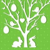 Пасха завертывает украшение в бумагу в форме дерева пасхи с яичками Стоковая Фотография