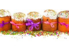 Пасха испечет с красочными лентами и multicolor сахаром стоковые изображения
