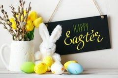 пасха счастливая Поздравительная предпосылка пасхи кролик пасхальныхя Стоковые Изображения RF