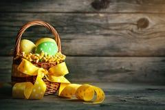 пасха счастливая Поздравительная предпосылка пасхи цветки пасхальныхя Стоковое Изображение RF