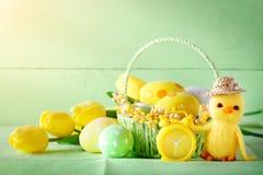 пасха счастливая Поздравительная предпосылка пасхи цветки пасхальныхя Стоковая Фотография RF