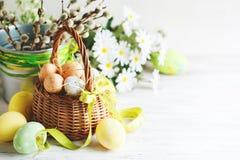 пасха счастливая Поздравительная предпосылка пасхи цветки пасхальныхя Стоковое Изображение